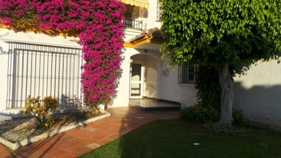 Piso en venta en Estepona, Málaga, Urbanización Atalaya del Golf, 155.000 €, 2 habitaciones, 1 baño, 113 m2
