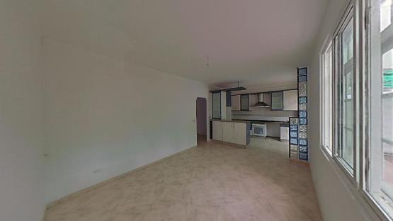 Piso en venta en Mugardos, A Coruña, Calle Do Peteiro, 64.000 €, 1 baño, 95 m2