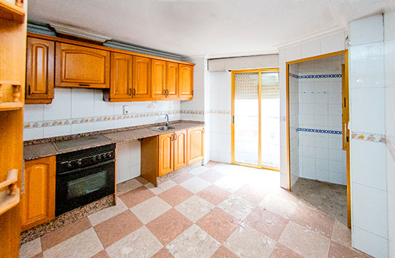 Piso en venta en Piso en Crevillent, Alicante, 59.800 €, 3 habitaciones, 2 baños, 104 m2