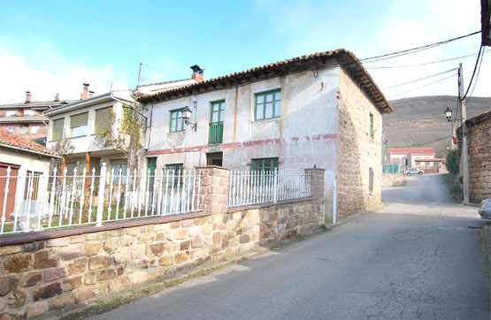 Casa en venta en Barruelo de Santullán, Palencia, Calle Cementerio Viejo, 18.500 €, 1 habitación, 1 baño, 103 m2