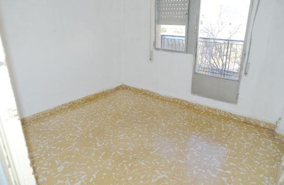 Piso en venta en Urbanización Penyeta Roja, Castellón de la Plana/castelló de la Plana, Castellón, Plaza Hermanos Vilafaña 15 3 C, 33.100 €, 4 habitaciones, 1 baño, 87 m2