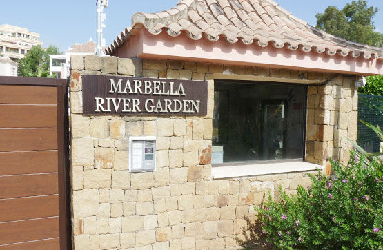 Piso en venta en Marbella, Málaga, Calle Conjunto Marbella River Garden, 241.500 €, 2 habitaciones, 2 baños, 155 m2