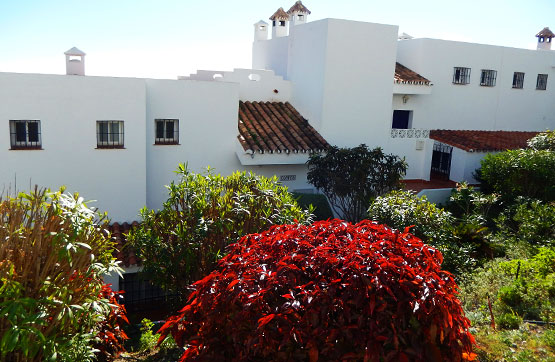 Casa en venta en Estepona, Málaga, Urbanización Beverly Hills, 230.500 €, 2 habitaciones, 3 baños, 107 m2