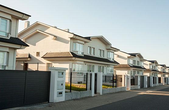 Casa en venta en Oleiros, A Coruña, Calle Ecuador, 390.000 €, 5 habitaciones, 3 baños, 298 m2