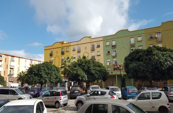 Piso en venta en La Línea de la Concepción, Cádiz, Calle Padre Pandelo, 34.500 €, 3 habitaciones, 1 baño, 67 m2