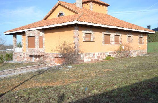 Casa en venta en La Virgen del Camino, Valverde de la Virgen, León, Carretera Astorga, 302.860 €, 4 habitaciones, 3 baños, 461 m2