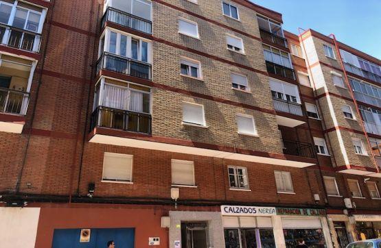 Piso en venta en La Rondilla, Valladolid, Valladolid, Calle Linares, 69.000 €, 2 habitaciones, 1 baño, 79 m2