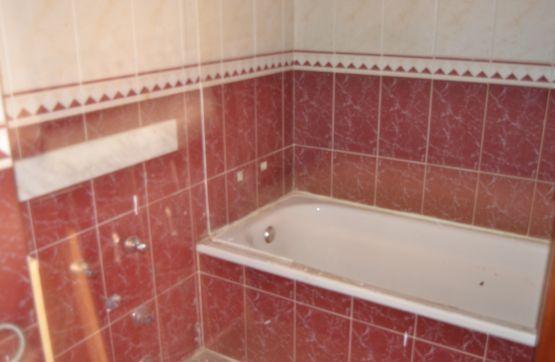 Piso en venta en Piso en Ponferrada, León, 97.800 €, 3 habitaciones, 2 baños, 114 m2