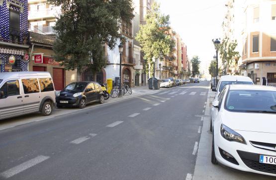 Piso en venta en Poblats Marítims, Valencia, Valencia, Calle Reina, 75.000 €, 2 habitaciones, 1 baño, 63 m2