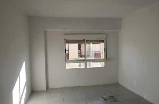 Piso en venta en Piso en Castellón de la Plana/castelló de la Plana, Castellón, 33.400 €, 3 habitaciones, 1 baño, 87 m2