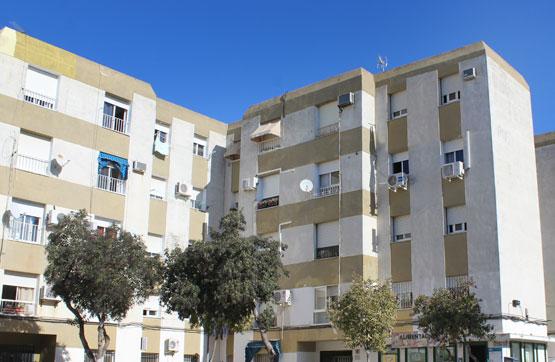 Piso en venta en Guadalcacín, Jerez de la Frontera, Cádiz, Plaza Algodonales, 54.000 €, 3 habitaciones, 1 baño, 73 m2