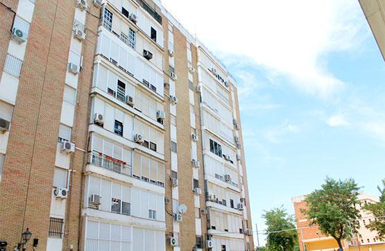 Piso en venta en Distrito Norte, Sevilla, Sevilla, Calle Cantillana, 96.000 €, 3 habitaciones, 1 baño, 83 m2