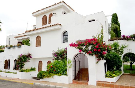 Casa en venta en Sun Beach, Estepona, Málaga, Calle Mesana, 231.000 €, 3 habitaciones, 2 baños, 116 m2