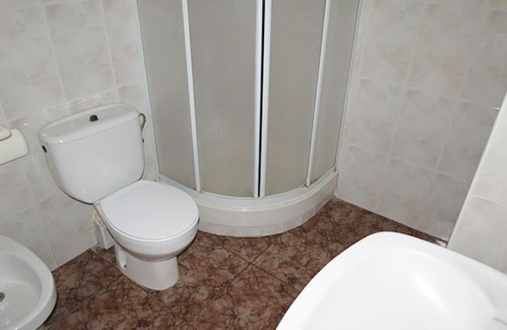 Piso en venta en Piso en Vinaròs, Castellón, 90.000 €, 4 habitaciones, 2 baños, 114 m2
