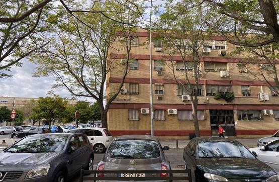 Piso en venta en Distrito Cerro-amate, Sevilla, Sevilla, Calle Puerto de la Mora, 80.500 €, 1 baño, 82 m2