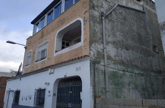 Piso en venta en Algeciras, Cádiz, Calle Deportes, 56.400 €, 2 habitaciones, 2 baños, 116 m2