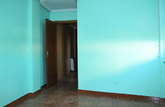 Piso en venta en Venta de Baños, Palencia, Calle Recesvinto, 42.000 €, 3 habitaciones, 1 baño, 115 m2