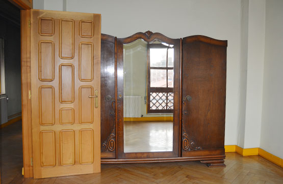 Piso en venta en La Llama, Torrelavega, Cantabria, Calle Juan Xxiii, 96.000 €, 2 habitaciones, 1 baño, 139 m2