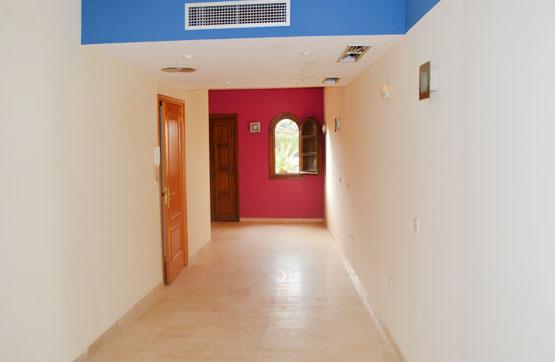 Piso en venta en Urbanizacion Alcaidesa Playa, la Línea de la Concepción, Cádiz, Calle de la Nobleza, Urb. Loma del Rey, 231.800 €, 1 habitación, 2 baños, 164 m2