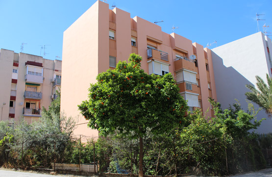 Piso en venta en Algeciras, Cádiz, Calle Barriada la Reconquista Gil de Albornoz, 39.600 €, 3 habitaciones, 1 baño, 72 m2