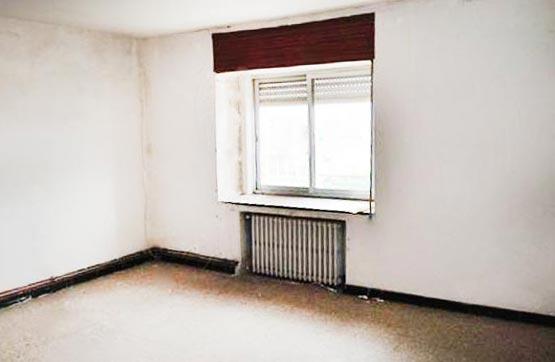 Piso en venta en Cabañas, Valencia de Don Juan, León, Carretera de Pajares, 39.270 €, 4 habitaciones, 1 baño, 131 m2