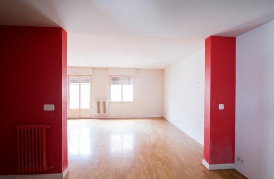 Piso en venta en Zabalgunea, Vitoria-gasteiz, Álava, Calle Pintorería, 193.000 €, 3 habitaciones, 2 baños, 121 m2