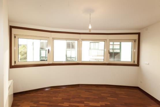 Piso en venta en Piso en Betanzos, A Coruña, 109.200 €, 2 habitaciones, 1 baño, 77 m2, Garaje