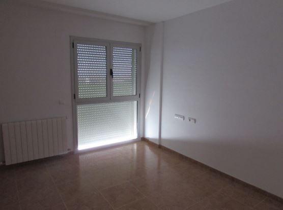 Piso en venta en Peralta de Alcofea, Peralta de Alcofea, Huesca, Calle El Tornillo, 79.000 €, 4 habitaciones, 3 baños, 141 m2