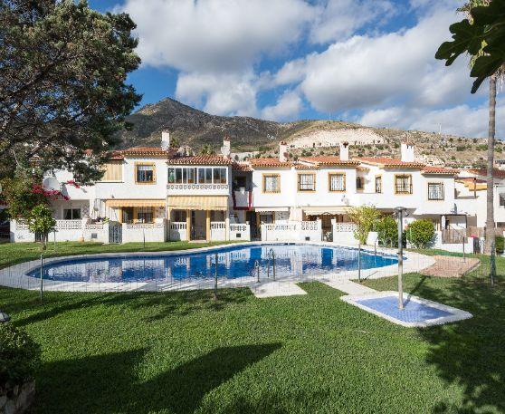 Piso en alquiler en Benalmádena, Málaga, Calle Monte Alto, 1.050 €, 3 habitaciones, 1 baño, 131 m2