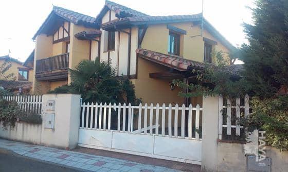 Casa en venta en Villarrodrigo de la Regueras, Villaquilambre, León, Calle los Perales, 266.887 €, 5 habitaciones, 2 baños, 195 m2