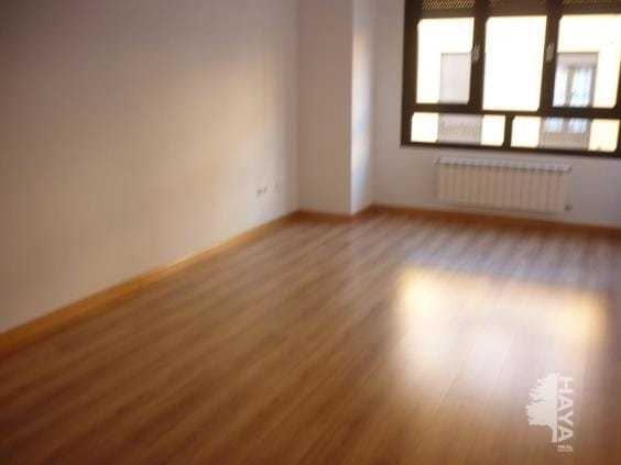 Piso en venta en Cubillos del Sil, Cubillos del Sil, León, Calle Aspaym, 67.000 €, 2 habitaciones, 1 baño, 153 m2