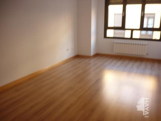Piso en venta en Cubillos del Sil, Cubillos del Sil, León, Calle Aspaym, 66.000 €, 2 habitaciones, 1 baño, 153 m2