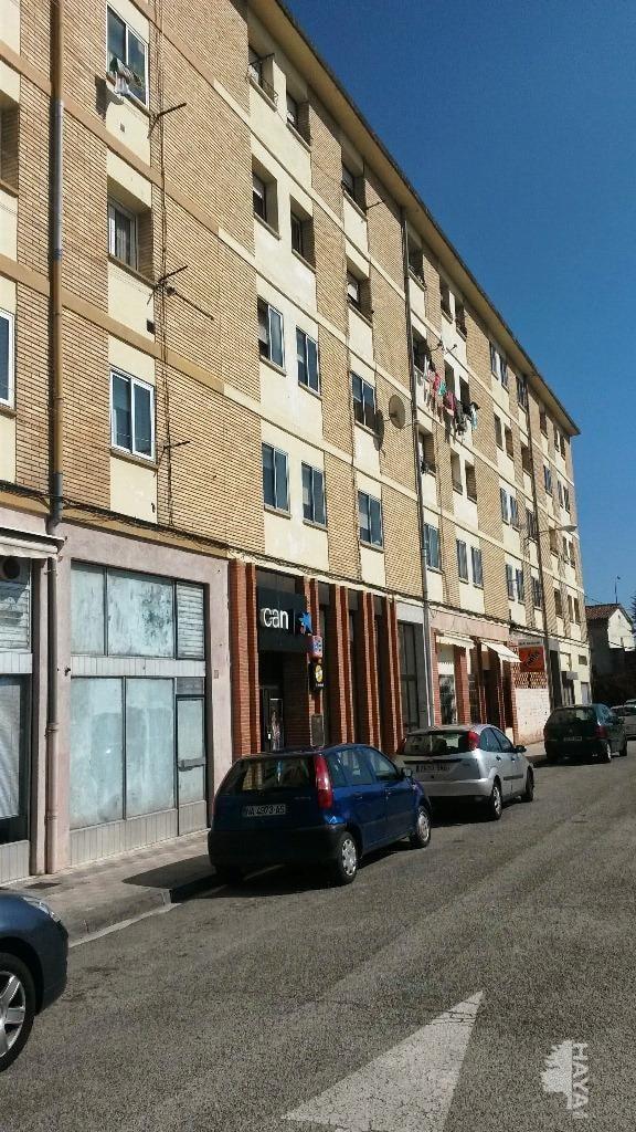 Piso en venta en Pamplona/iruña, Navarra, Calle Etxabakoitz / Etxabakoitz Kalea, 75.600 €, 3 habitaciones, 1 baño, 81 m2