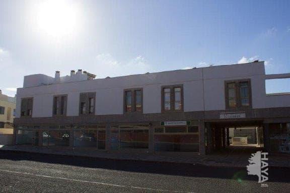 Local en venta en La Oliva, Las Palmas, Avenida Hermanas del Castillo, 66.000 €, 56 m2
