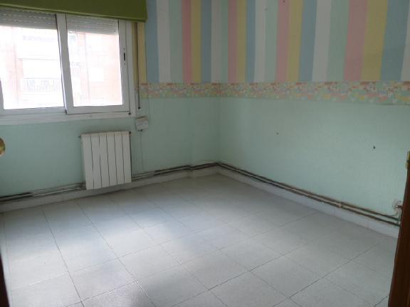 Piso en venta en Terrassa, Barcelona, Calle Vilanova I la Geltrú, 106.913 €, 3 habitaciones, 1 baño, 79 m2