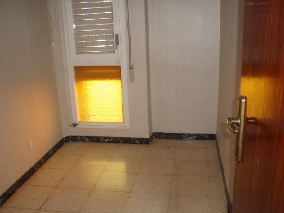 Piso en venta en Barri Gaudí, Reus, Tarragona, Avenida Barcelona, 44.267 €, 4 habitaciones, 1 baño, 84 m2