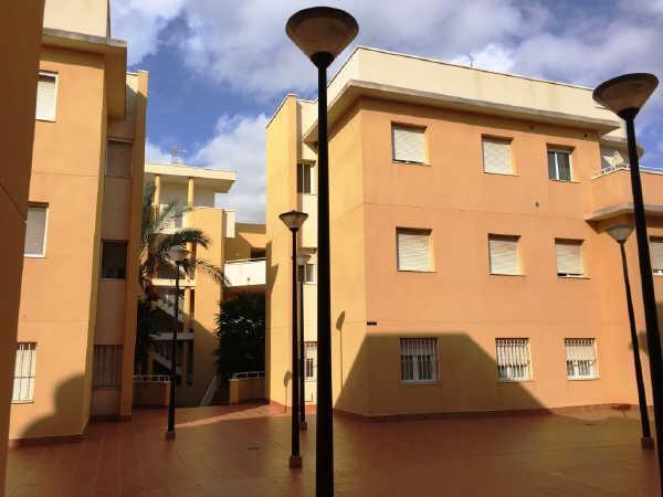 Piso en venta en Vera, Almería, Calle Celia Viñas, 75.600 €, 1 baño, 113 m2