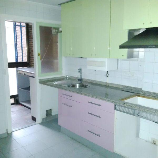 Piso en venta en Oviedo, Asturias, Calle Alfredo Blanco, 80.000 €, 3 habitaciones, 1 baño, 83 m2