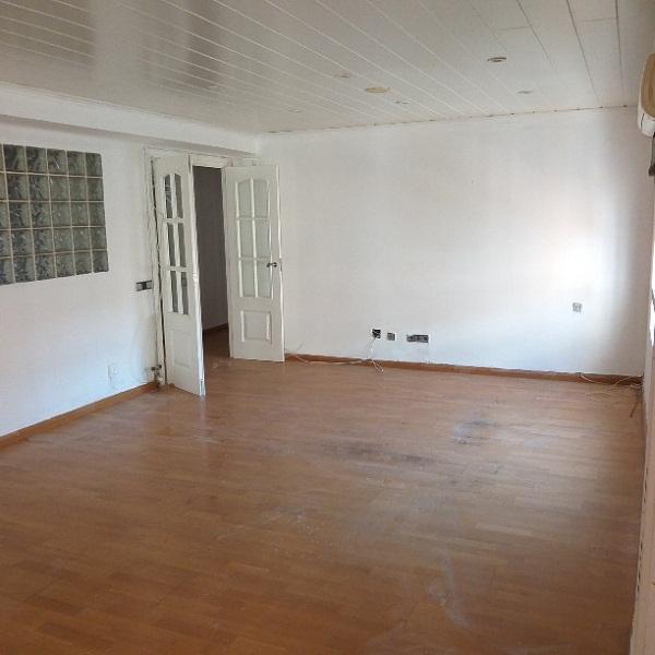 Piso en venta en Instituts - Templers, Lleida, Lleida, Paseo de Ronda, 185.000 €, 4 habitaciones, 2 baños, 132 m2