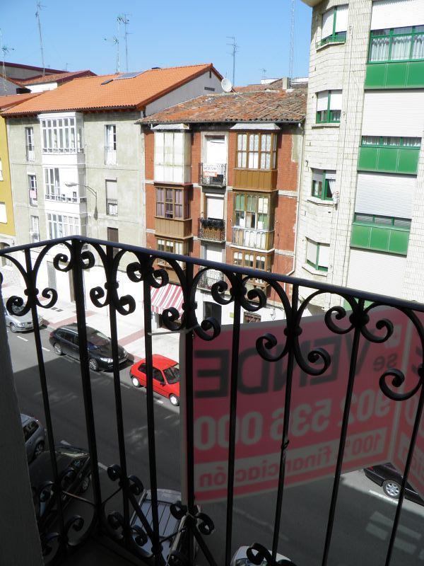 Piso en venta en Allende, Miranda de Ebro, Burgos, Calle Santa Lucia, 49.900 €, 2 habitaciones, 1 baño, 82 m2