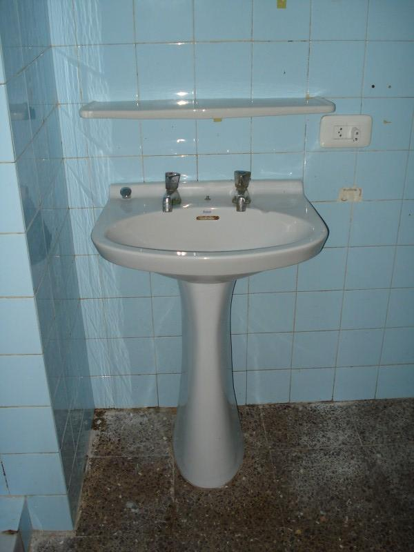 Piso en venta en Piso en Figueres, Girona, 98.000 €, 3 habitaciones, 1 baño, 133 m2