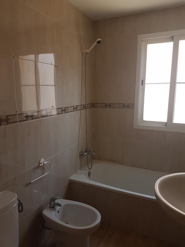 Piso en venta en Roquetas de Mar, Almería, Calle Rafael Escuredo, 67.000 €, 2 habitaciones, 1 baño, 75 m2
