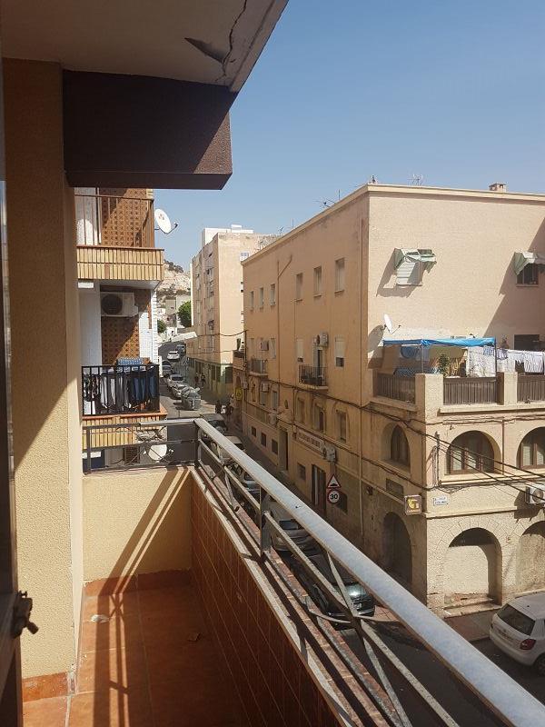 Piso en venta en Pescadería, Almería, Almería, Calle Escalinata, 84.000 €, 3 habitaciones, 1 baño, 118 m2