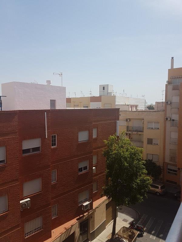 Piso en venta en Los Ángeles, Almería, Almería, Avenida de la Cruz, 61.000 €, 3 habitaciones, 1 baño, 92 m2