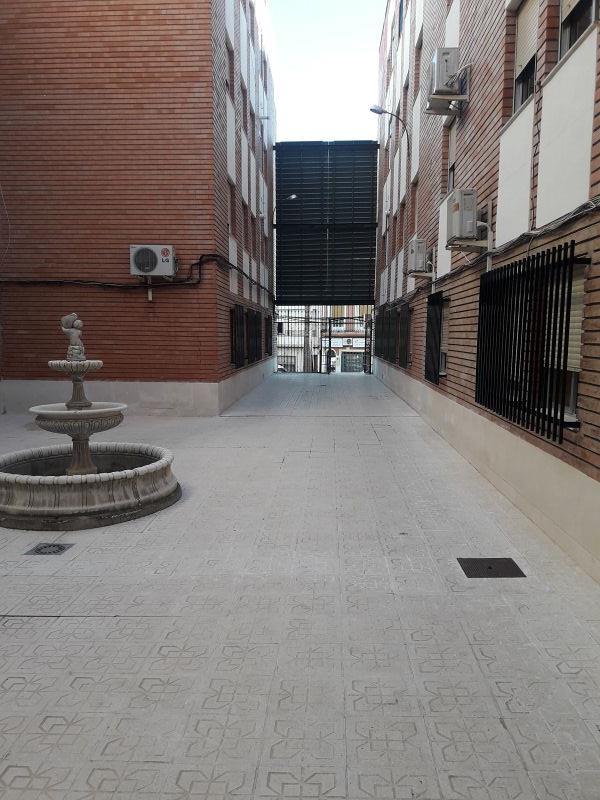 Piso en venta en El Palomar, Puente Genil, Córdoba, Plaza de la Constitución, 85.000 €, 2 habitaciones, 1 baño, 106 m2