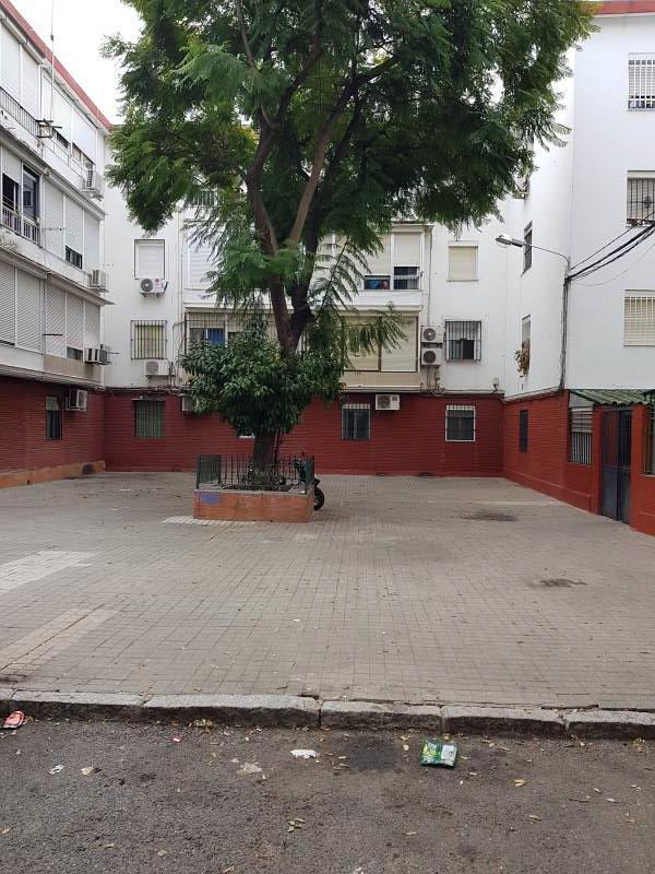 Piso en venta en Distrito Sur, Sevilla, Sevilla, Calle Cerros de Úbeda, 67.000 €, 3 habitaciones, 1 baño, 64 m2