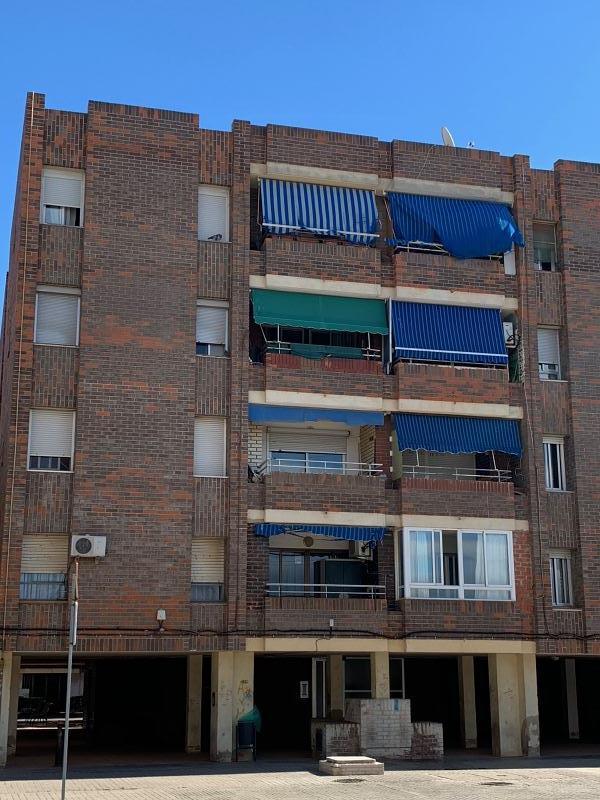 Piso en venta en El Port de Sagunt, Sagunto/sagunt, Valencia, Plaza Jacinto Benavente, 55.000 €, 3 habitaciones, 1 baño, 91 m2