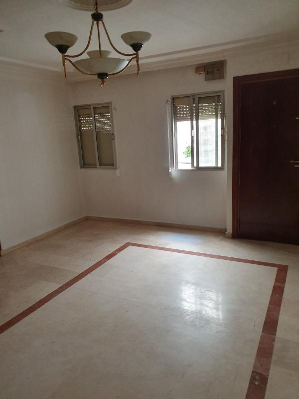Piso en venta en Distrito Cerro-amate, Sevilla, Sevilla, Calle Juan de Ledesma, 78.000 €, 2 habitaciones, 1 baño, 63 m2