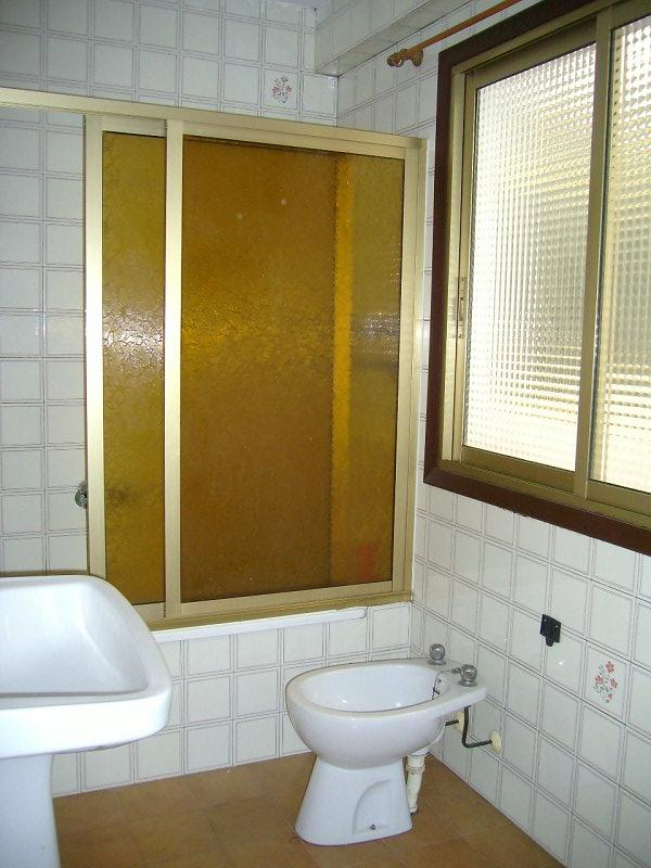 Piso en venta en Piso en Arteixo, A Coruña, 70.000 €, 3 habitaciones, 1 baño, 114 m2