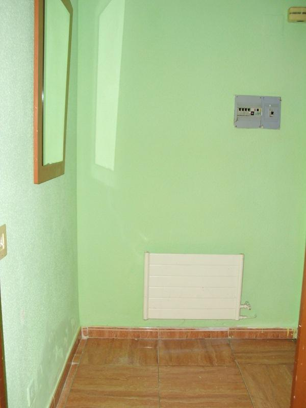 Piso en venta en Sansomendi, Vitoria-gasteiz, Álava, Calle Antonio Machado, 94.000 €, 2 habitaciones, 1 baño, 74 m2